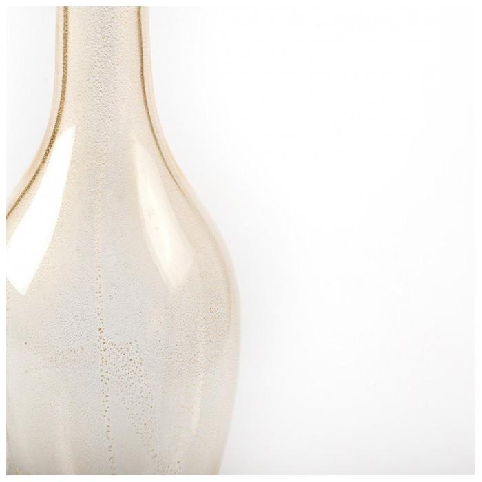 vaso a bottiglia in vetro trasparente con dettagli in oro